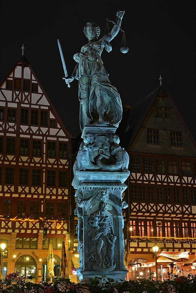 2014-06-03-13-Frankfurt-Main-Roemerberg-Justitia.JPG
