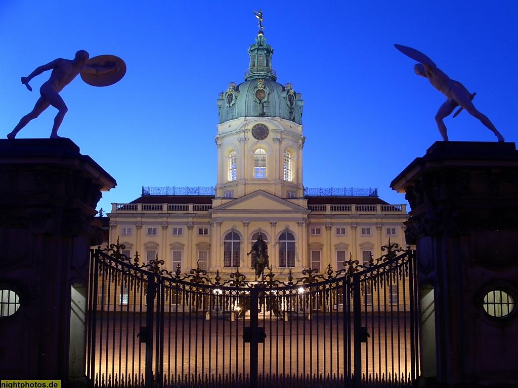Berlin Schloss Charlottenburg Berlin Ursprungsbau 1699 von Johann Arnold Nering. Heutiges Aussehen durch Erweiterungen von Langhans und Knobelsdorff