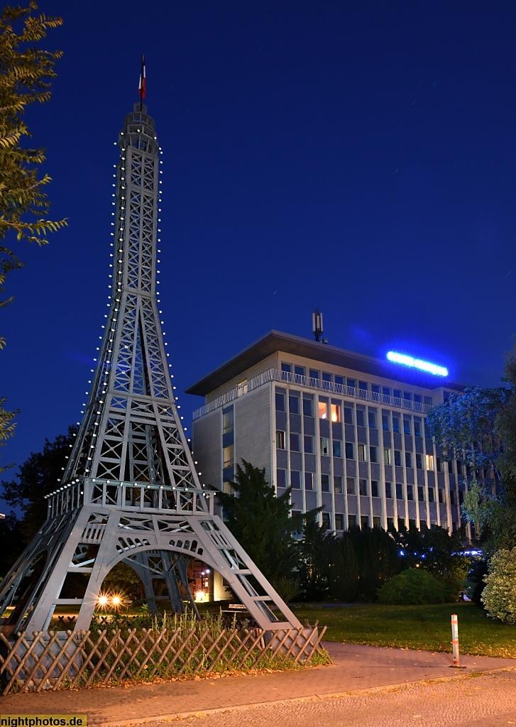Berlin Wedding Modell Des Eiffelturms Am Centre Francais