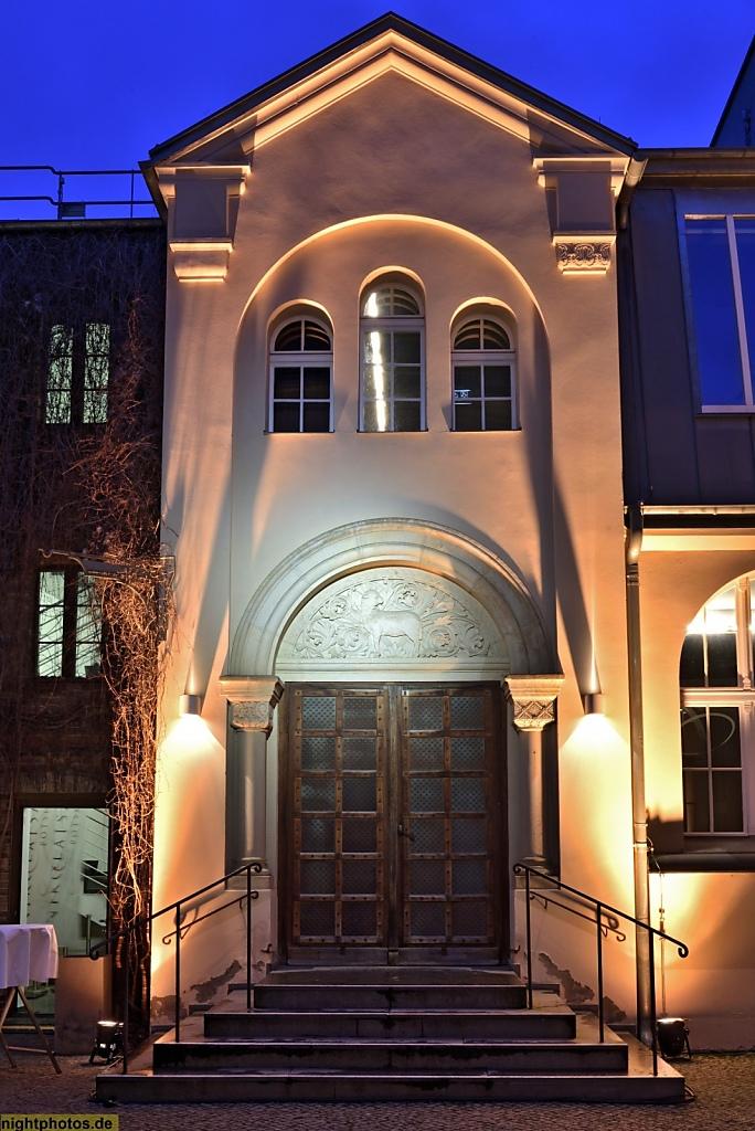 Potsdam Portikus des Eingangs zum Nikolaisaal im Hof der Wilhelm-Staab-Strasse 10-11