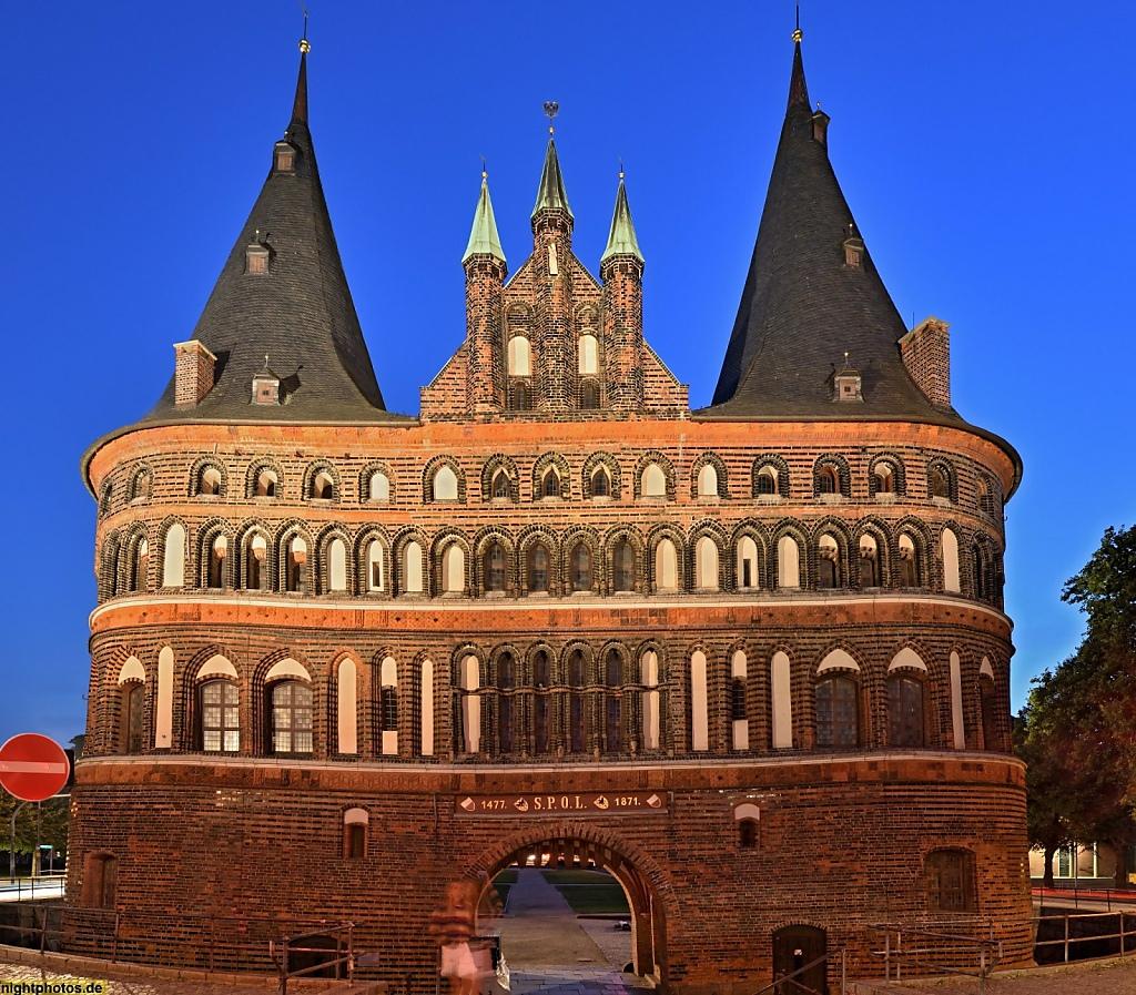 Lübeck Holstentor erbaut 1478 als Teil der Stadtbefestigung. Restauriert 2006. Stadtseite