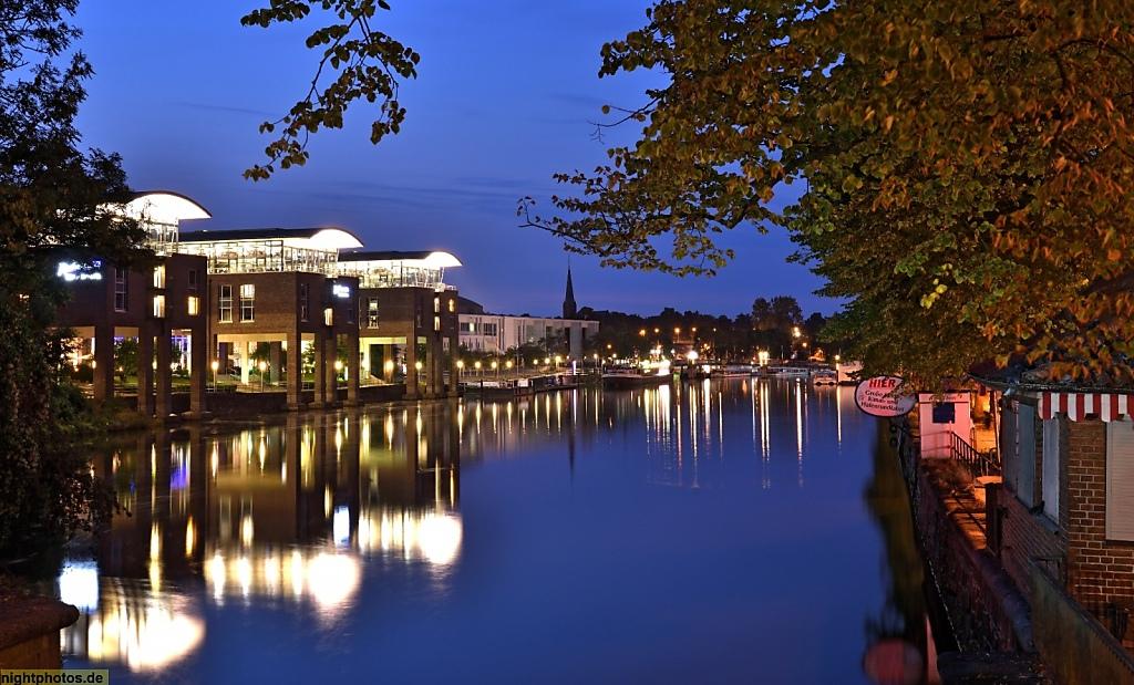 Lübeck Untertrave Radisson Blu Hotel vor der Musik- und Kongresshalle