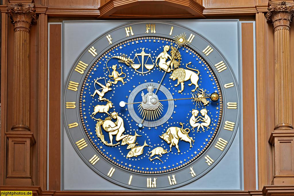 Lübeck Marienkirche erbaut 1277-1351 in norddeutscher Bachsteingotik. Astronomische Uhr. Nachbildung 1960-1967 von Paul Behrens