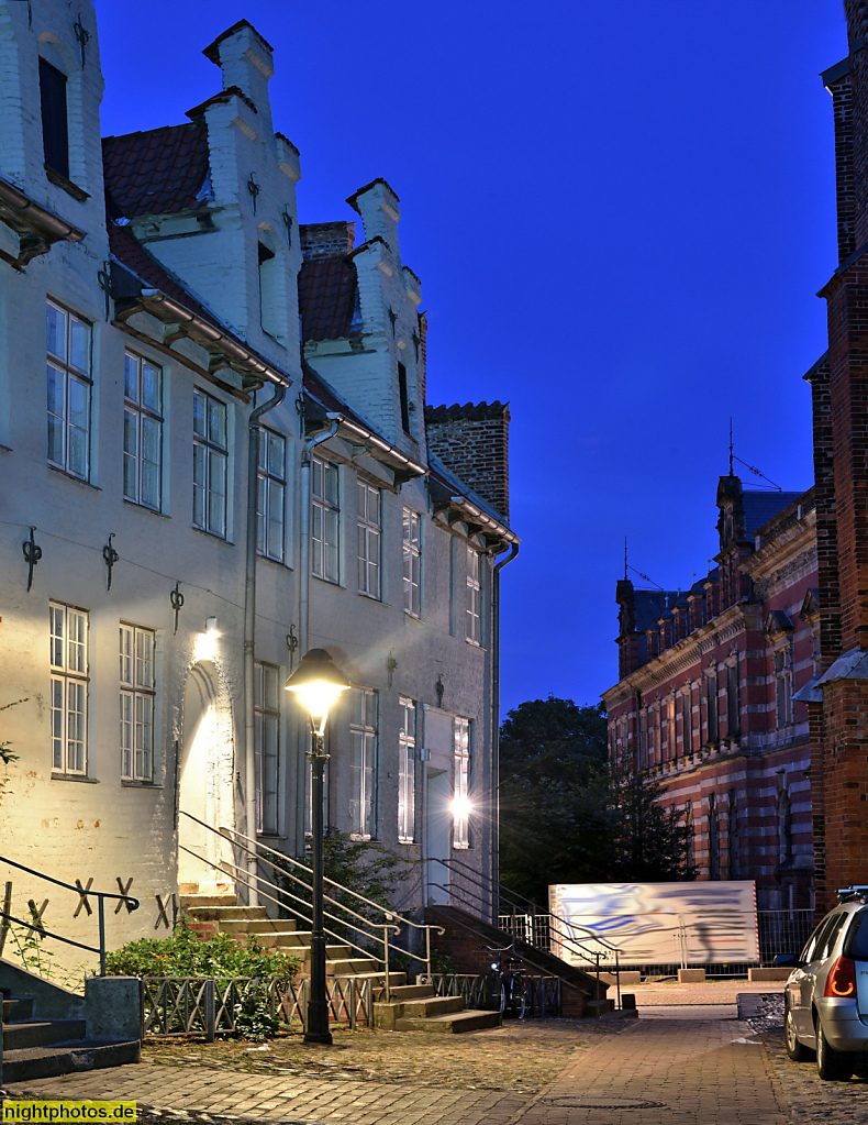 Lübeck Koberg ehemaliges Haupthaus der Hopfenpacker und Hoghehus. Hinten ehemalige Deutsche Versicherungsanstalt zu Lübeck