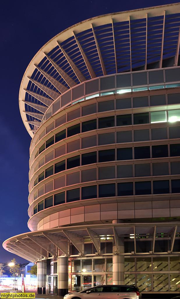 Berlin Halensee Bürogebäude am Kurfuerstendamm 119-120 erbaut 1994 von Helmut Jahn