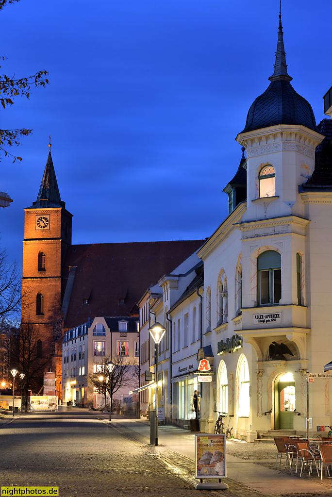 Bernau Bürgermeisterstrasse mit Stadtpfarrkirche St Marien und Adler-Apotheke erbaut 1901 im Jugendstil