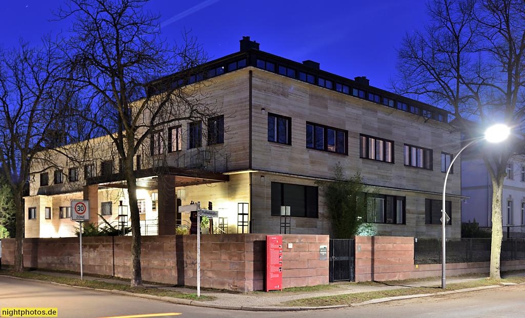 Berlin Dahlem Haus Penzlin erbaut als Wohnhaus 1929-1930 von Otto Rudolf Salvisberg für Erich Penzlin. Bis 1979 Funkhaus des AFN American Forces Network