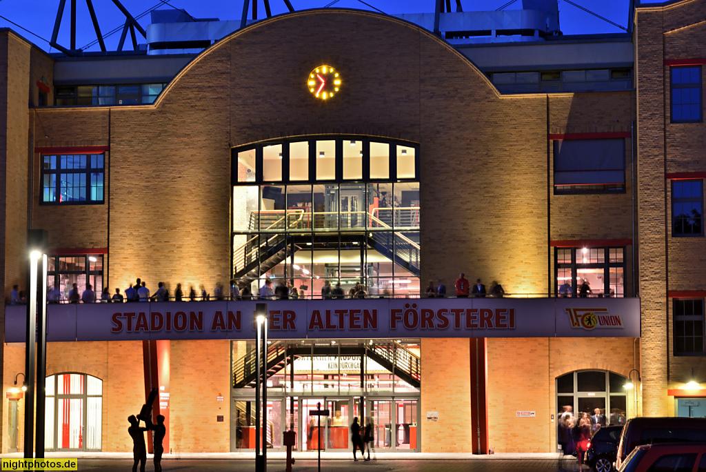 Berlin Köpenick Stadion an der Alten Försterei Tribünengebäude. Eröeffnet 1920 als Sportplatz Sadowa. Erneuert 1952-1955. Ausbau seit 2012