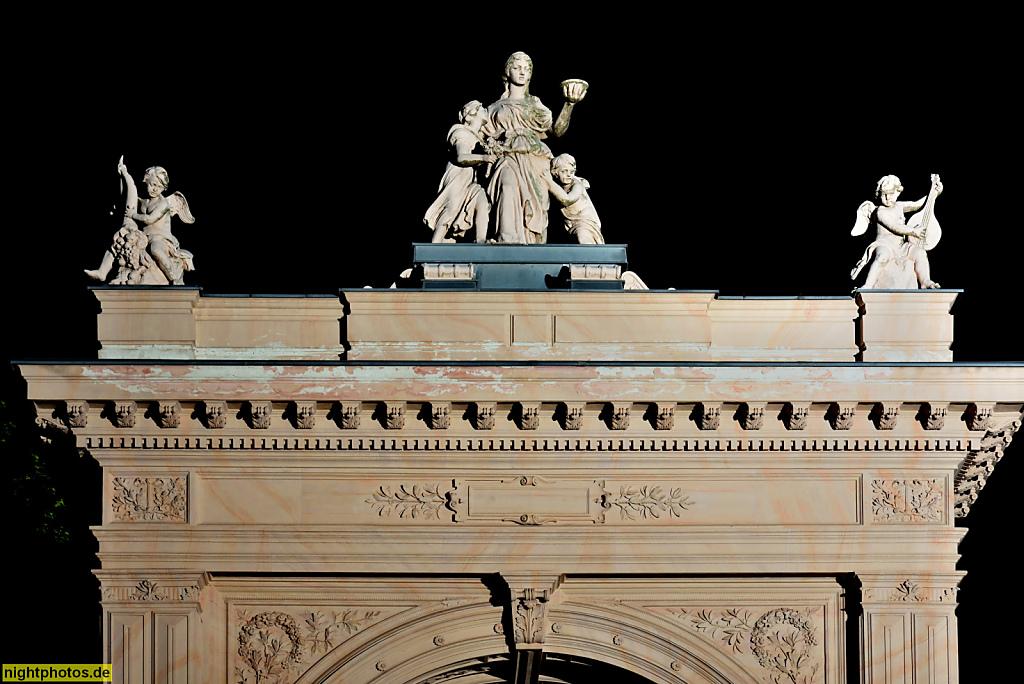 Berlin Pankow Buergerpark Renaissanceportal errichtet 1865. Landschaftspark gestaltet 1863-1864 von Wilhelm Perring für Zeitungsverleger Hermann Killisch-Horn. Strassenseite