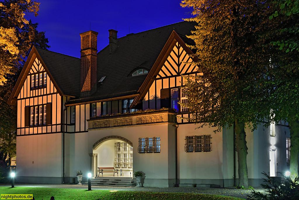 Berlin Schmargendorf Landhaus Jugendstilvilla erbaut 20er Jahre in der Landecker Strasse. Veranstaltungsort der Weberbank